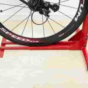 ロードバイクを縦置きするとスポークの負荷が減る?