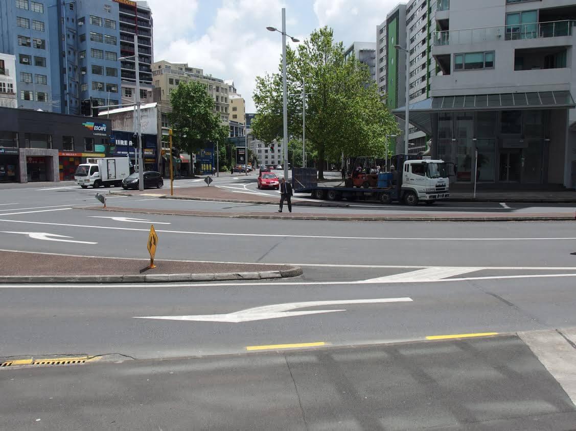 NZの交差点 分離帯