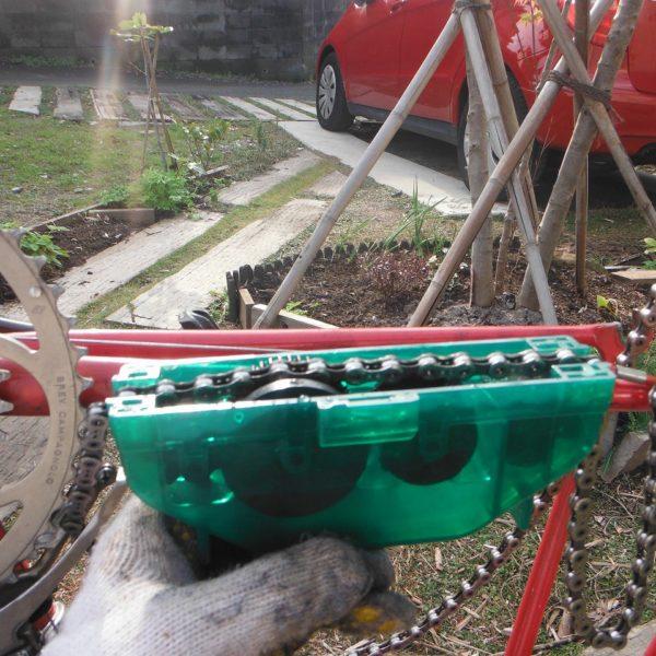 チェーン洗浄器と洗濯洗剤を使ったロードバイク掃除