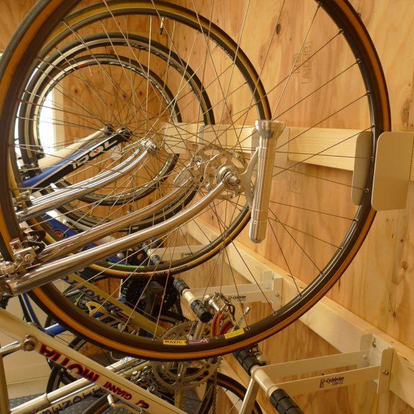 クランクストッパーウォールで手に入れる、あこがれの自転車小屋