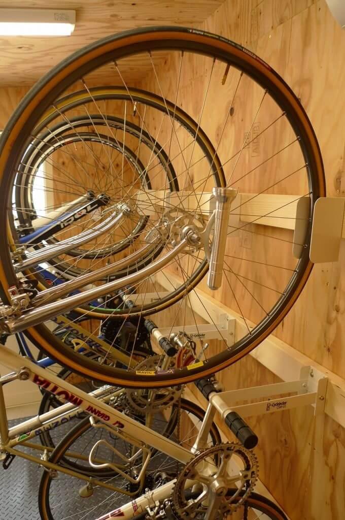 CSW01を並べた自転車小屋