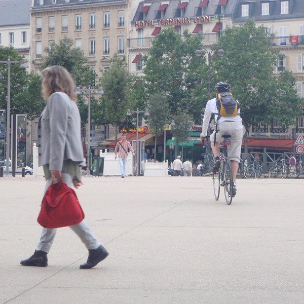 外出制限緩和後に自転車レーン整備 フランス